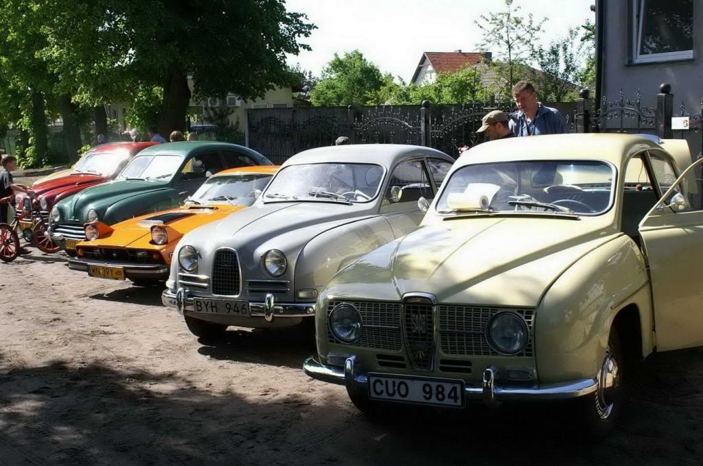 Pierwszy Krajowy Zjazdu Zabytkowych Saabów w Krosinku
