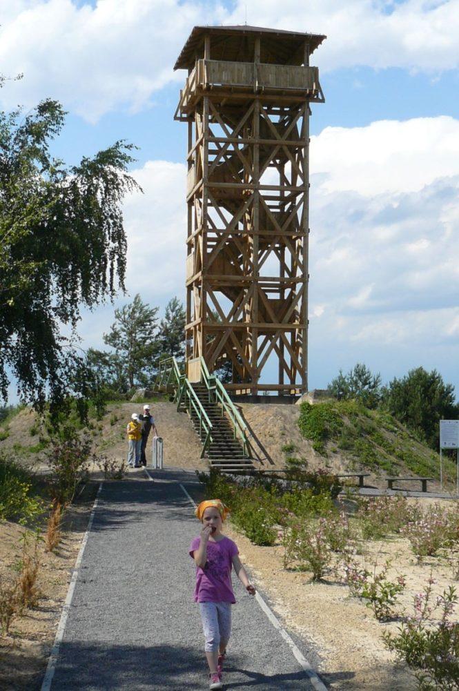 Konstrukcja wieży widokowej w Mosinie przy gliniankach