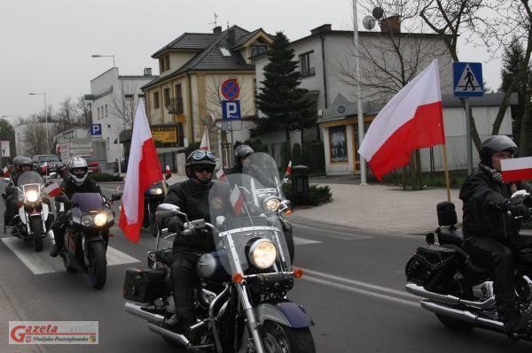 uroczystości w Mosinie zlot motocyklistów z flagami Polski