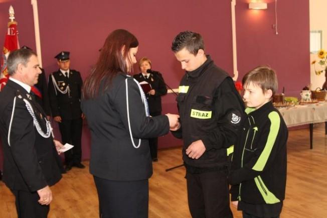 Gminny Dzień Strażaka w Radzewicach - wręczenie medali