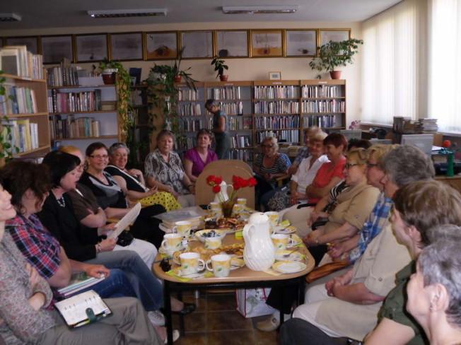 Wanda Bech na spotkaniu w bibliotece miejskiej