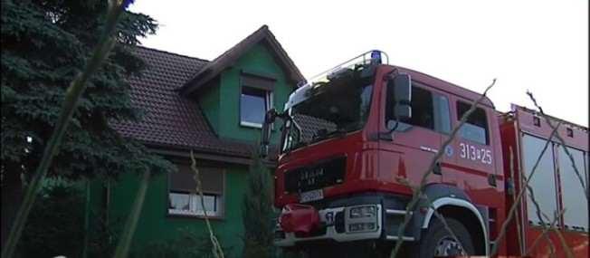 bomba w Mosinie, straż pożarna i miejsce zdarzenia