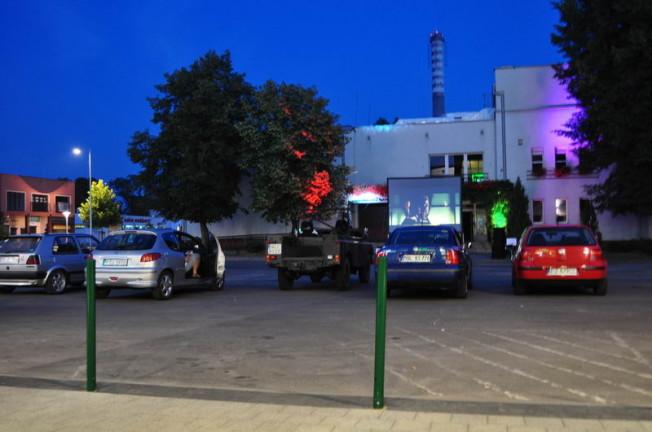 kino samochodowe w Mosinie obok MOK