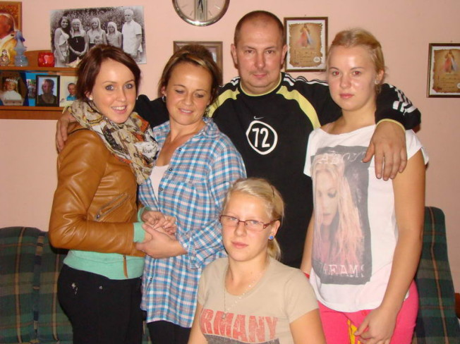 Ewa i Robert Skonieczni z rodziną