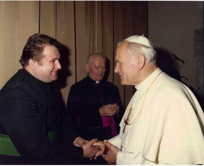 Zdjęcia brata Stefana z Ojcem Świętym aut. Arturo Mari
