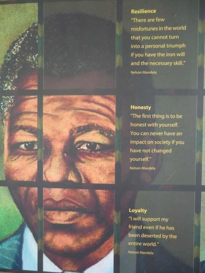 Trzy cytaty Nelsona Mandeli na ścianie Muzeum Aparthaidu w Johannesburgu