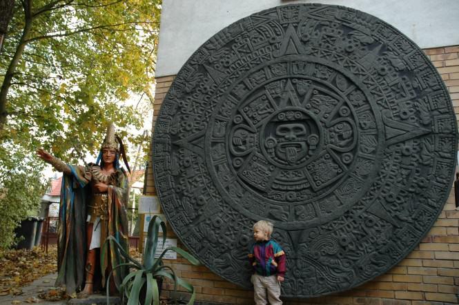 w ogrodzie muzeum Arkadego Fiedlera