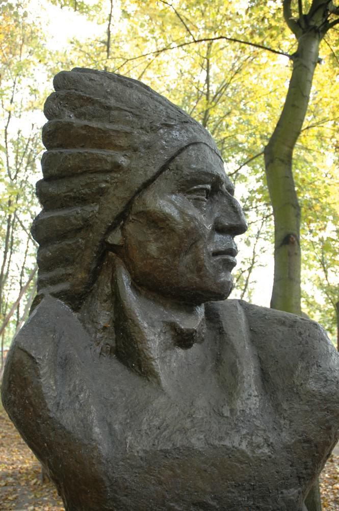 Muzeum Arkadego Fiedlera - pomnik Indianina