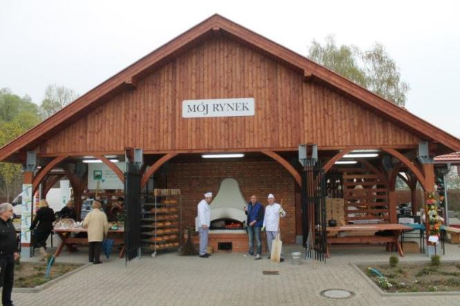 Zielony rynek w Mosinie - wypiekanie chleba
