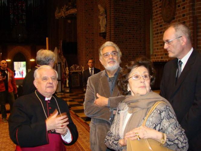Placido Domingo z żoną w katedrze