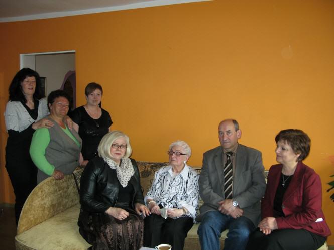 Jubilatka w towarzystwie burmistrza Mosiny, Zofii Springer, przewodniczącego Rady Miejskiej, Waldemara Waligórskiego oraz kierownika USC Marzeny Obst