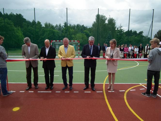 Uroczyste otwarcie nowego boiska w Puszczykowie
