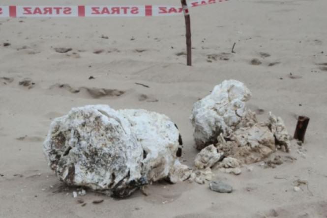 rozłożony iperyt na plaży w Kołobrzegu