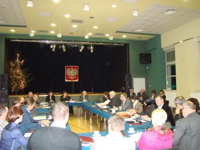 Tyłem do burmistrza - sesja rady miejskiej (Custom)