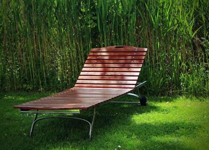 leżak ogrodowy