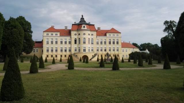 Pałac w Rogalinie oraz ogród z tyłu pałacu