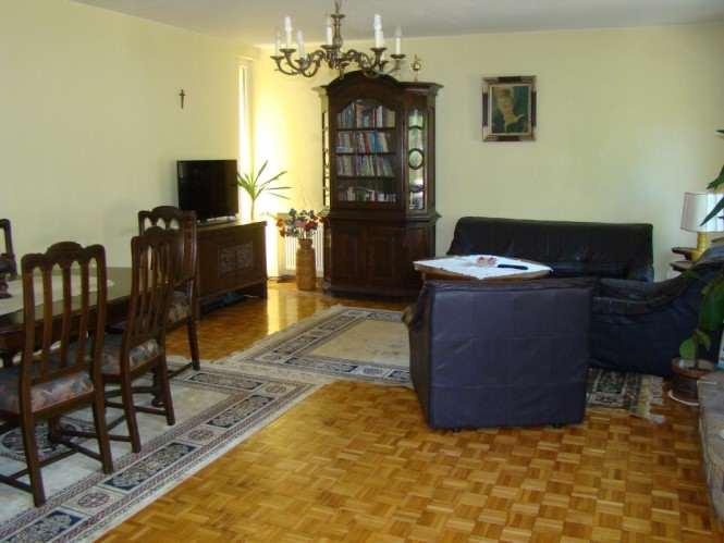 dom - salon od strony kuchni