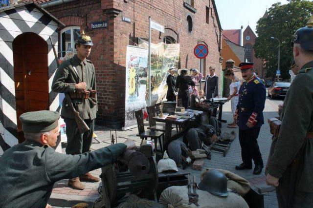 wystawa wojskowa - militaria na wąskiej