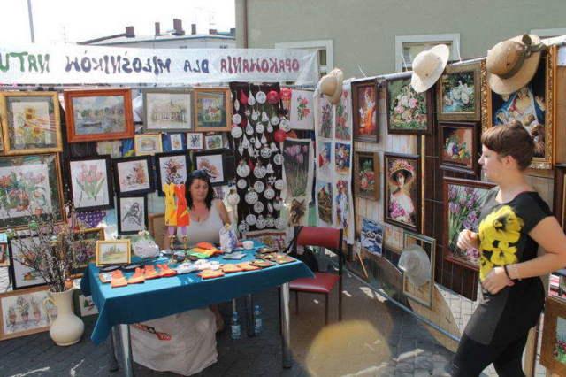 wystawa obrazów na ul. wąskiej