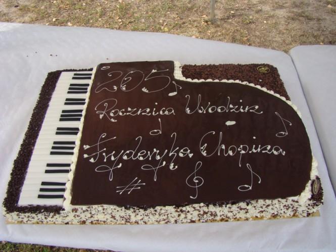 Fortepianowy tort z okazji rocznicy urodzin Fryderyka Chopina