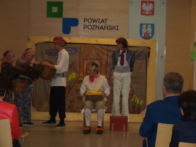 Młodzi artyści z Mosiny w Starostwie Powiatowym