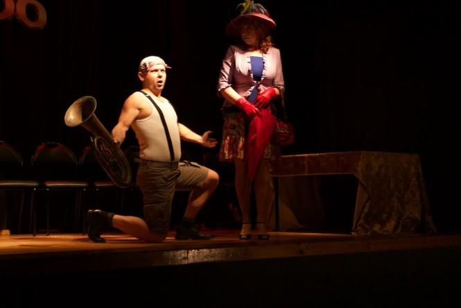 pchla szachrajka - na scenie