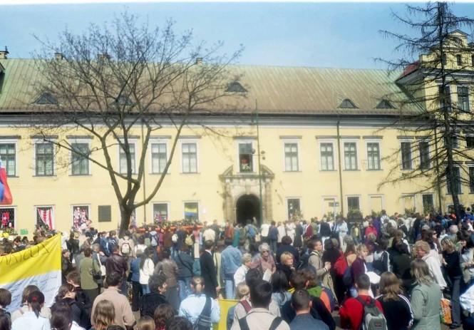Okno Ojca św. Kuria Metropolitalna Kraków Franciszkańska 3