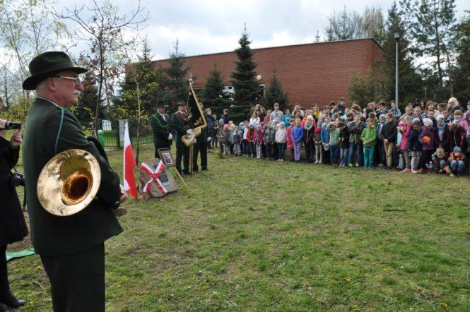 Sadzenie Dębu Pamięci ze społecznością lokalną