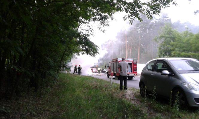 pożar samochodu w Mosinie