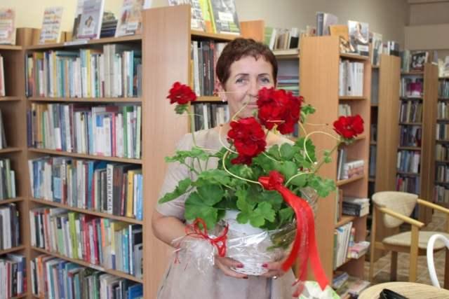 Wiesława Szubarga w mosińskiej bibliotece