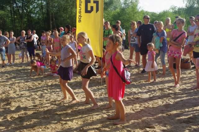 Występy dzieci na plaży