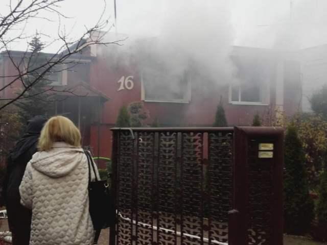 Rogalinek - budynek w trakcie pożaru