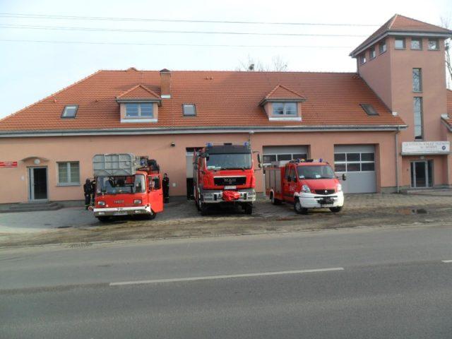 Remiza straży pożarnej ul. Śremska, Mosina - pojazdy strażackie