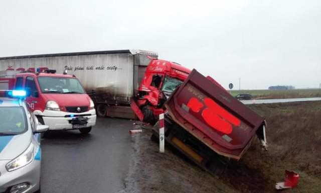 wypadek z udziałem ciągnika siodłowego
