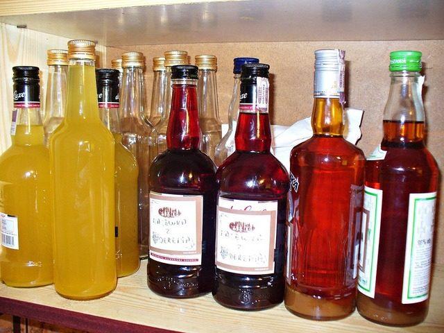 nalewki w butelkach