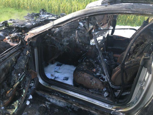 spalony wrak samochodu źródło: OSP Stęszew