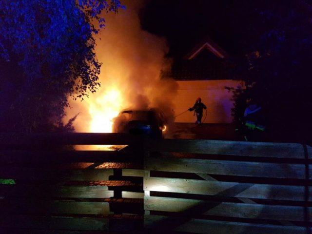 akcja gaśnicza - pożar samochodu