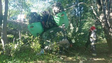 przewrócny traktor