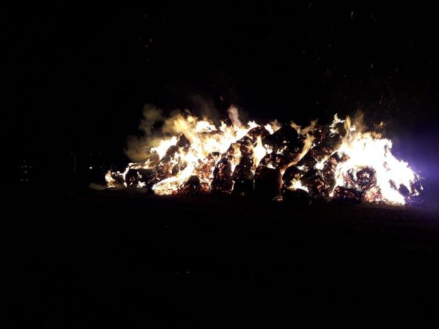 pożar stogu słomy w Radzewicach, źródło: JRG-9 Mosina