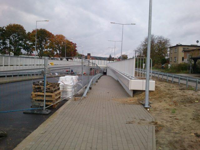 przejście dla pieszych - wiadukt ul. Śremska