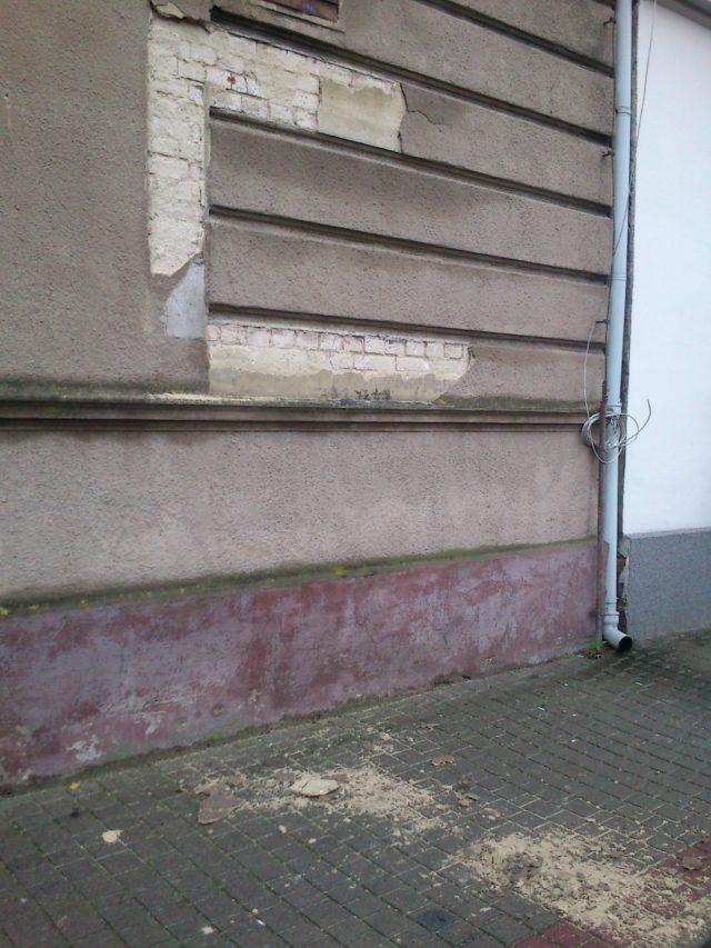 jedno z wielu zniszczeń w mieście Mosina - ul. Kościelna
