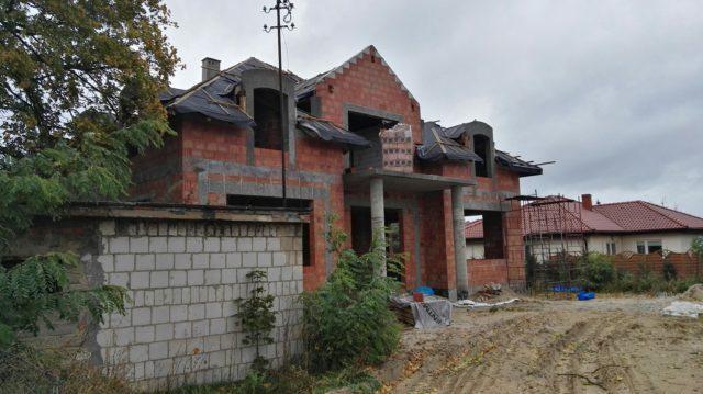 zniszczenia na budowie w Krosinku