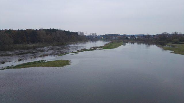 Warta - rozlewiska w pobliżu mostu w Rogalinku