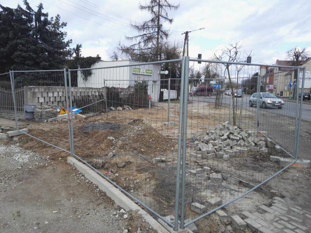 ulica Łazienna- tutaj trwa budowa odwodnienia wiaduktu kolejowego