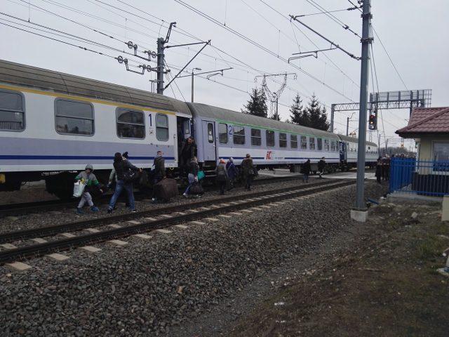 zamieszanie na przejeździe kolejowym przy ul. Sowinieckiej w Mosinie