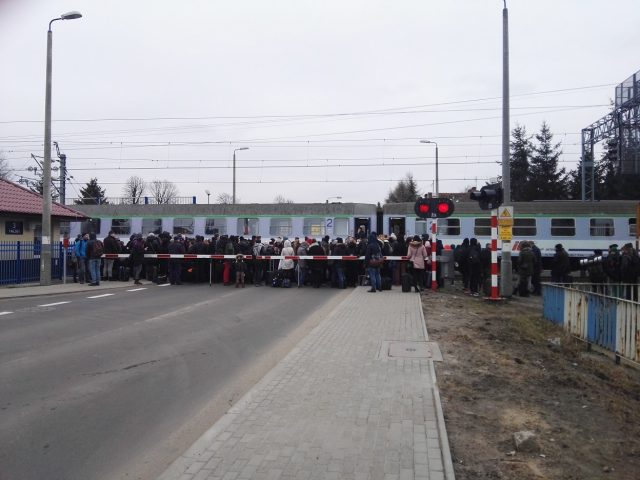 zamieszanie na przejeździe kolejowym przy ul. Sowinieckiej