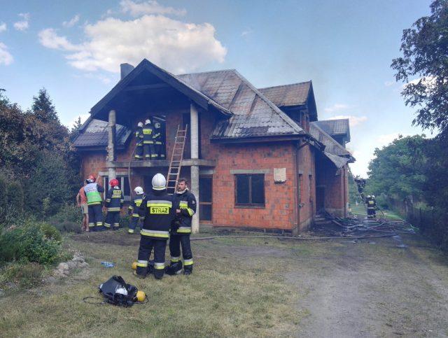 pożar domu w Puszczykowie fot. OSP Radzewice
