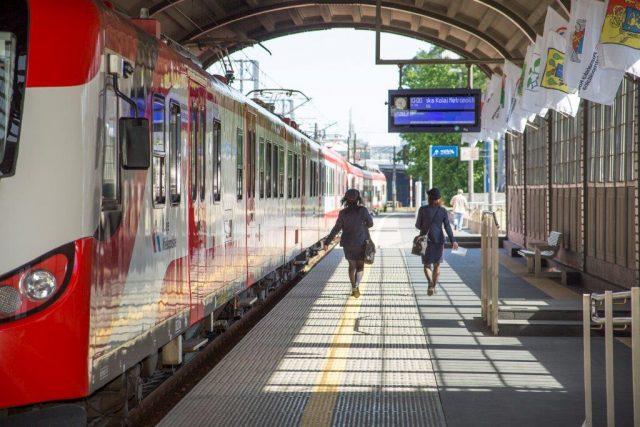 na peronie - Poznańska Kolej Metropolitalna