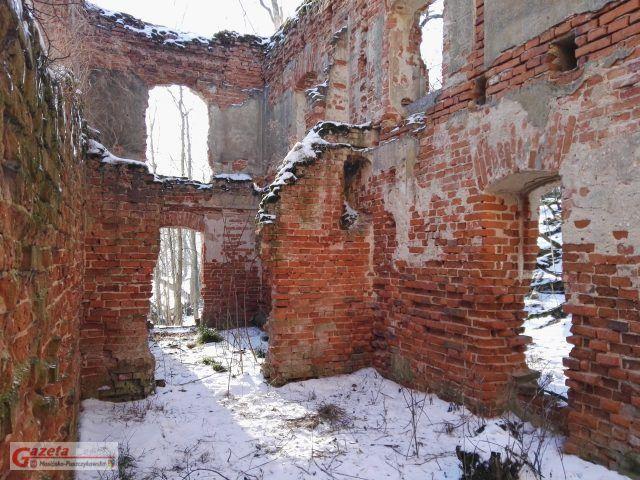 Ruiny zamku Klaudyny Potockiej na jeziorze Góreckim - widok od środka