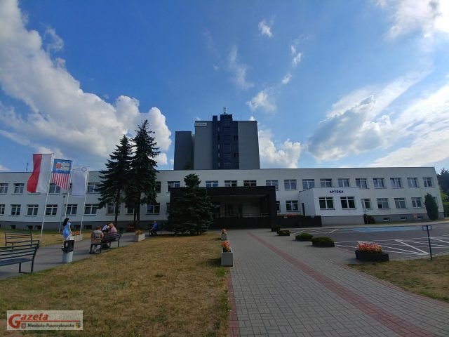 Szpital w Puszczykowie - wejście główne